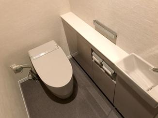 トイレリフォーム 手洗い器を手前に設置し、使いやすくなったトイレ