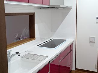 キッチンリフォーム IHクッキングヒーターが3連に並ぶこだわりキッチン