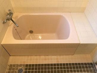 バスルームリフォーム ヒビの入った浴槽を取替え。見えなかった配管や土台もしっかり補修