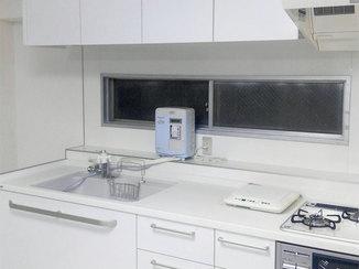 キッチンリフォーム 白を基調とした明るく清潔感のある水廻り
