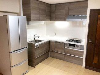 キッチンリフォーム 収納力を上げながらリビングダイニングが広々と感じられるよう仕上げたキッチン空間