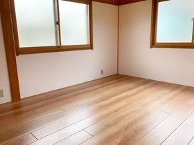 内装リフォーム畳からフローリングになり、明るくなった洋室