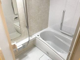 バスルームリフォーム 明るくなった浴室と、部分取り換え&クリーニングで生まれ変わったキッチン