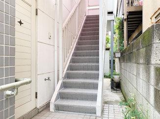 エクステリアリフォーム すべりにくく安全に昇り降りでき、清掃性の高い階段