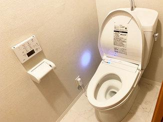 トイレリフォーム 室内まるごとキレイにした、多機能ウォシュレットつきトイレ