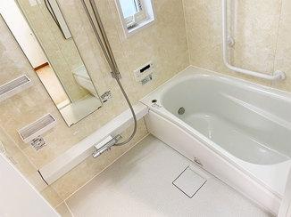 バスルームリフォーム あたたかなバスルームと、ゆったり広く使えるトイレ&洗面所