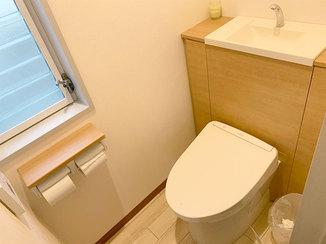 トイレリフォーム 和式から洋式へ、収納付きで使い勝手の良いトイレ