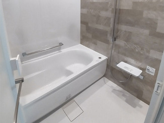 バスルームリフォーム 掃除がしやすい快適なお風呂と、あわせて交換した洗面台